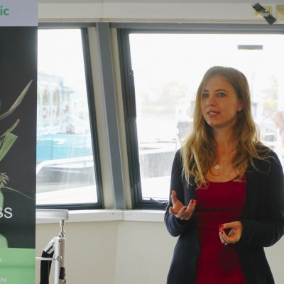 Giulia durante il pitch a Social Innovation to Tackle Fuel Poverty