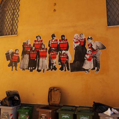 Foto di partivano i bastimenti, opera all'ingresso dell'asilo, bene comune