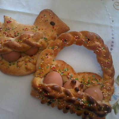 Cuddura di uova, tipico dolce di Pasqua
